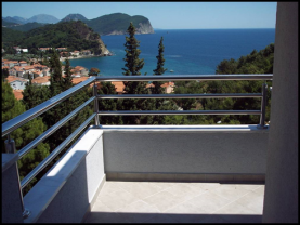 An apartment with sea view in Petrovac