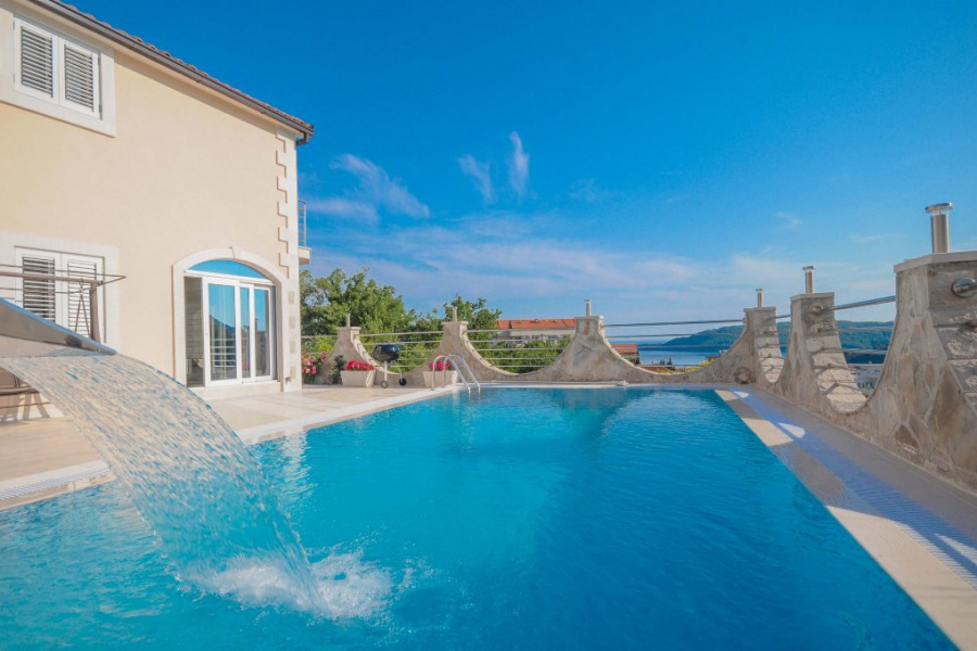 Villa with pool in Becici